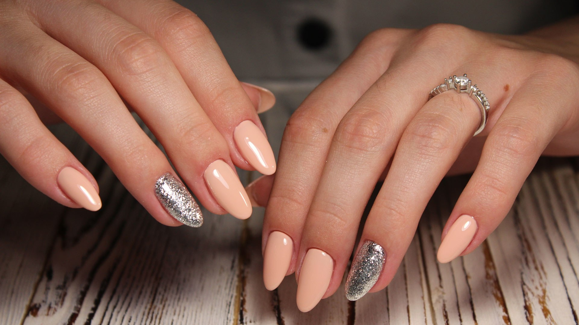 Difference Between Acrylic Nails & Gel Nails